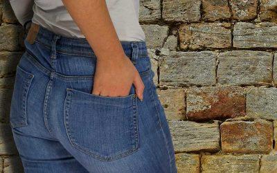 Jeans skinny, una moda in alternanza